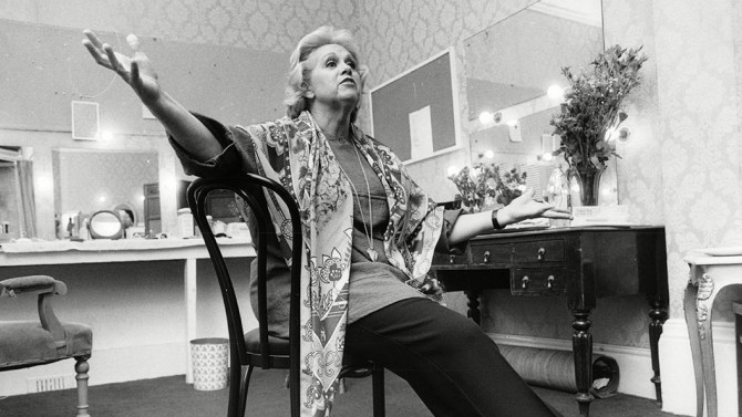 Barbara Cook Singer In Dressing Room 1986.