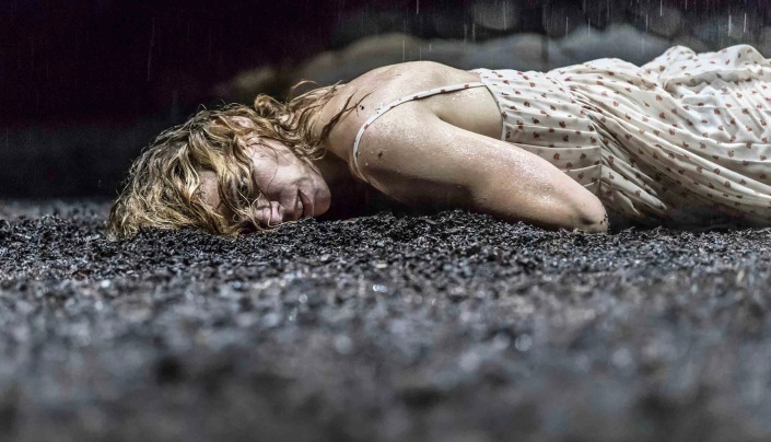 Billie Piper (Her) in Yerma at the Young Vic. Photo by Johan Persson 2